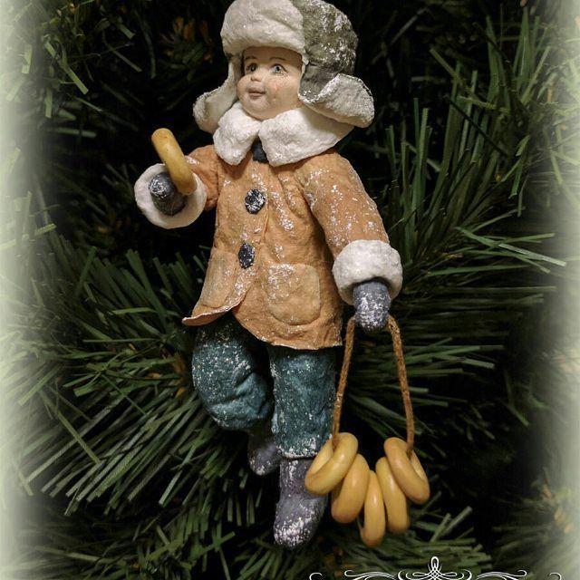 Ватная елочная игрушка Сережка с баранками.Все подробности в моем магазинчике www.livemaster.ru/vata-radost#ватныеигрушки #ватныеелочныеигрушки #игрушкиизваты #игрушкиизватынаелку #елочныеигрушки #елочныеигрушкиизваты #ватныедетки #новогодниеигрушки #новогодниеподарки #ручнаяработа #ватныеигрушкиручнойработы #ватныеигрушкинаелку #новыйгод #елочныеукрашения