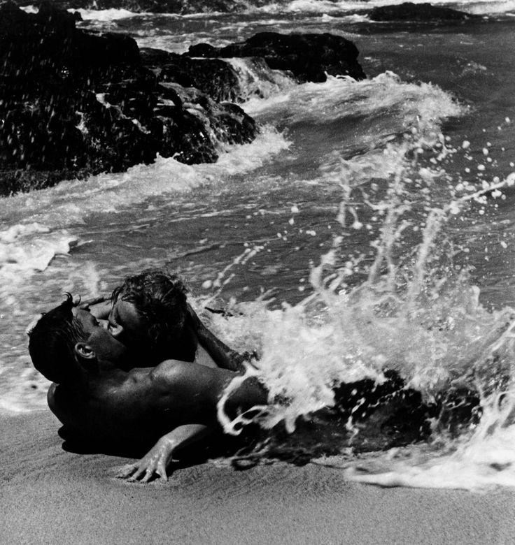 Burt Lancaster  Deborah Kerr  Fred Zinnemann  From Here to Eternity  film  kiss  beach
