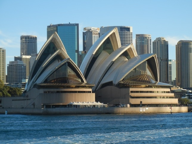 the history and symbolism of the sydney opera house Tour of the sydney opera house, sydney, australia because of the sydney opera house i did the sydney opera tour last year, and i find the history to be very interesting long time reader, first time commenting.