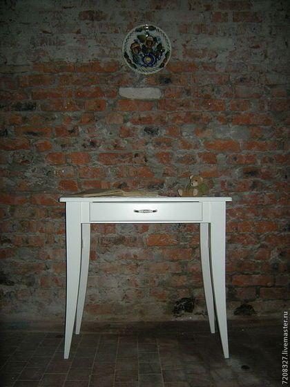 Стол письменный или стол консоль, выполнен в стиле прованс. Идеально подходит для небольших помещений в спальне, балконе или прихожей