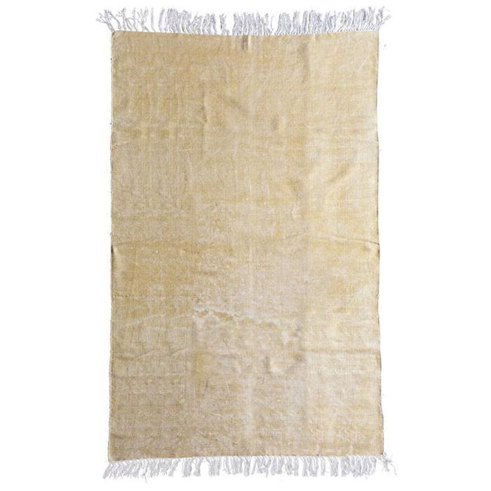 By-Boo tapijt Mono katoen geel 200x290cm  Description: Dit prachtige By-Boo tapijt Mono katoen geel 200 x 290 cm met een effen print kun je vrijwel overal in huis kwijt of je het nu in de woon- slaap- of werkkamer neerlegt het komt overal goed tot zijn recht zelfs in de hal! De neutrale kleur kun je eenvoudig combineren met diverse meubelstukken en woonaccessoires. Dit prachtige vloerkleed dat gemaakt is van stevig katoen is 200 cm breed en 290 cm lang. Je voegt met deze blikvanger een…