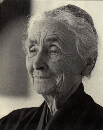 Beautiful photo of Georgia O'Keeffe -- can anyone identify the date or photographer