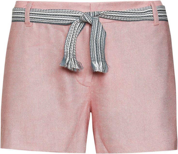 Die Leichte Shorts ITE von Tommy Hilfiger ist aus einer Leinen-Mischung - also ideal für den Sommer. Der gestreifte Gürtel rundet das Design ab. 71% Viskose, 27% Leinen, 2% Elastan...