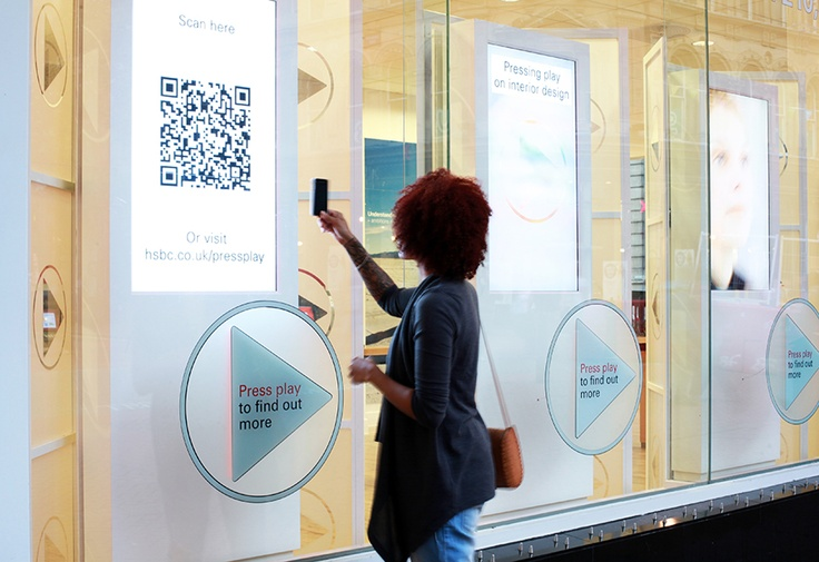 Vitrines interactives : HSBC Retail Interactive Touch Screen Window Display Using QR Codes    032 Design Ltd, Leic, UK