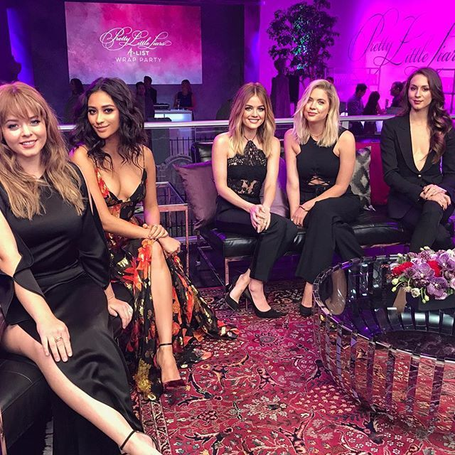 """PRETTY LITTLE LIARS RETURN DATE ANNOUNCED! APRIL 18th 2017 - Set your calendars!!! Also, #FlashbackFriday to when all the other little liars got the """"wear black"""" memo but I somehow got """"wear a dress that matches the carpet"""""""