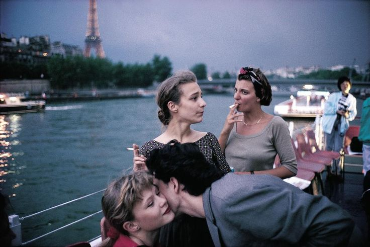 Resultado de imagem para French teenagers on a boat in the Seine river, Paris, 1988. Photo by David Alan Harvey/Magnum