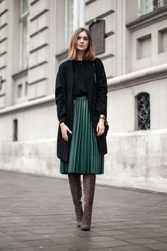 Street Style I outfit inspiration I winter to spring transition fashion I green leather pleated skirt I pleated emerald midi I tall grey boots I long cardigan @monstylepin