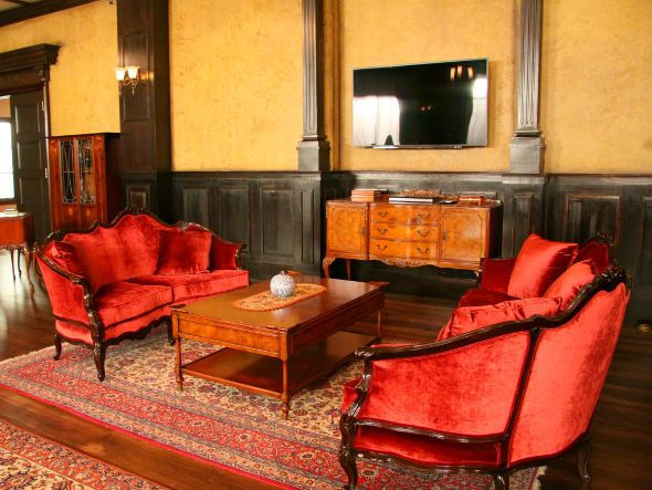 IQ246 ~華麗なる事件簿~ 法門寺家/大広間 #IQ246 #IQ246華麗なる事件簿 #TBS #日曜劇場 #織田裕二 #土屋太鳳 #ディーンフジオカ #interior #library #luxury #luxuryroom #sofa #red #antiquestyle #ideas #inspiration