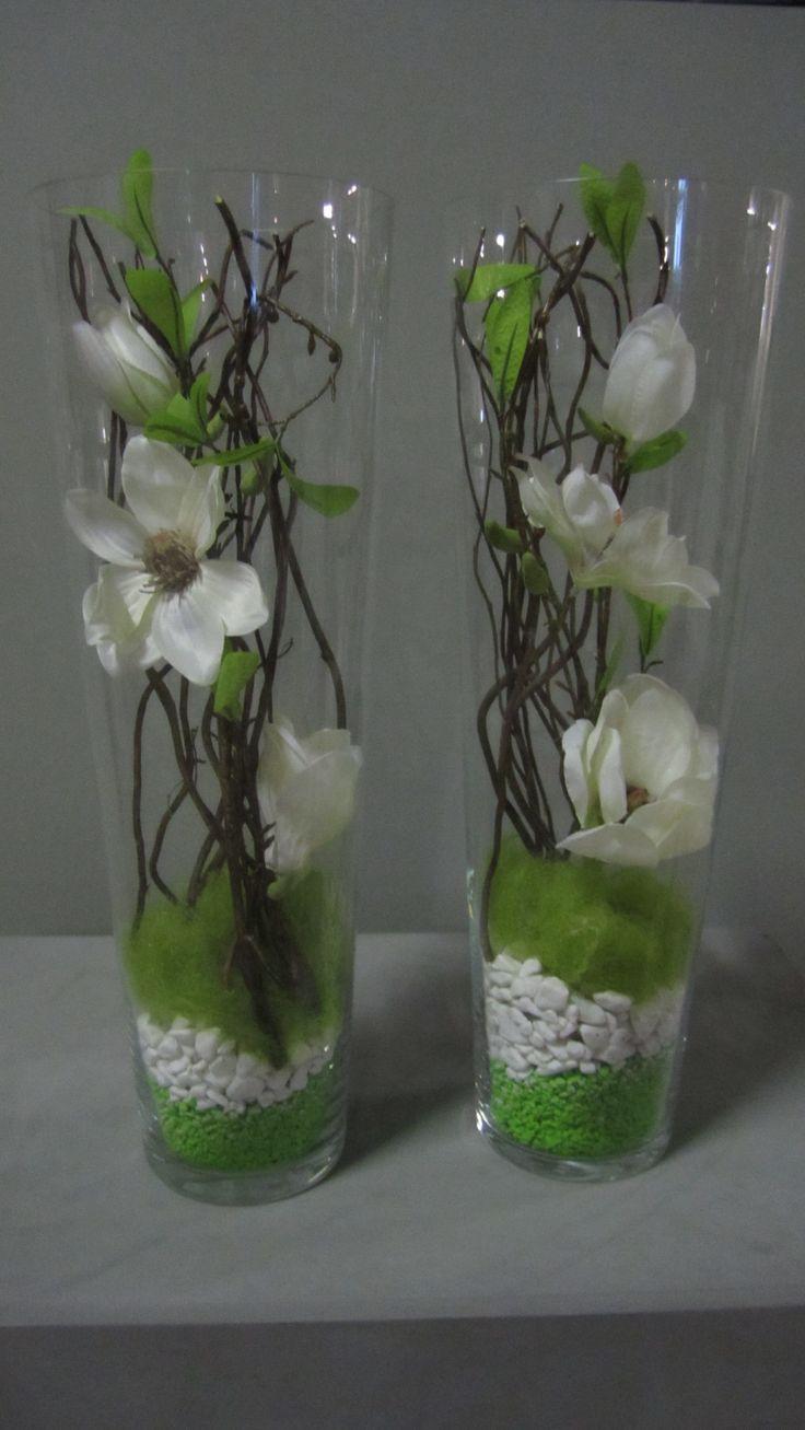 Glazen smalle vaas op gemaakt met decoratiemateriaal, deze materialen zijn te verkrijgen op webshop www.decoratietakken.nl