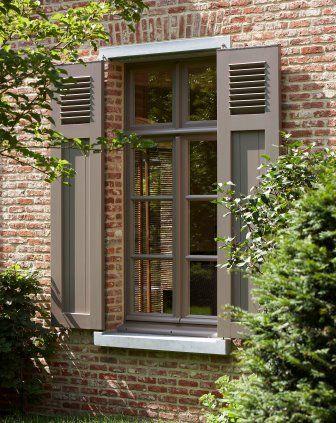 Geschilderd raam met bijpassende luiken