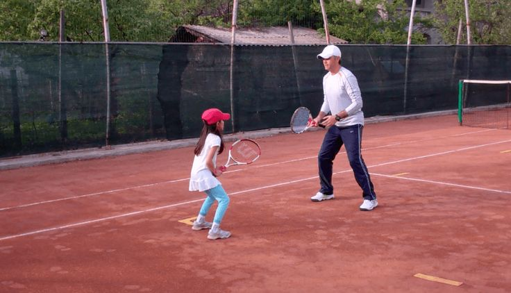 Tennis Lesson - how to return serve (My Daddy / My Coach - live tennis lessons with kids)
