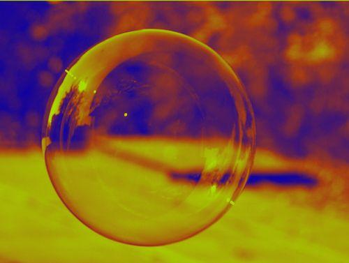 burbuja : a veces preferiría estar en una saludos | ahorayya2