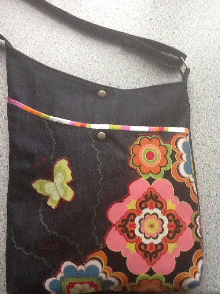 Taske -gave til ung pige som ønskede sig noget med flower power.