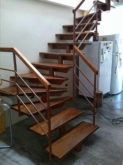 Diseños especiales de escalas en estructura metalica