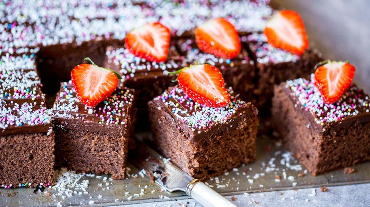 Stor sjokoladekake i langpanne