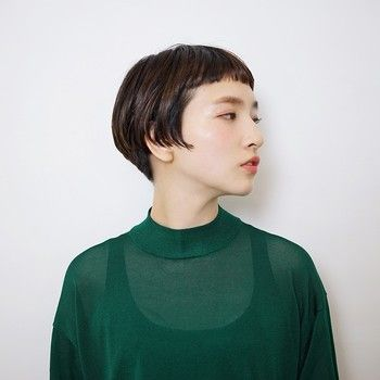 横顔もおしゃれなオン眉(眉より上めにカットした前髪)は個性派好きの方におすすめ。太めの眉毛でトレンド感のあるスタイルに。