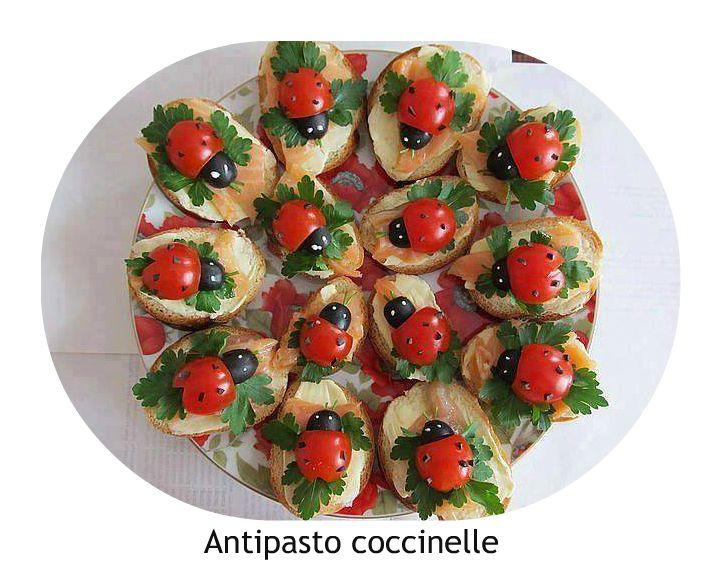 COSA OCCORRE PER REALIZZARLO  8 pomodorini ciliegino  10 olive nere, senza nocciolo, quelle in scatola vanno bene  15 fette di salmone af...