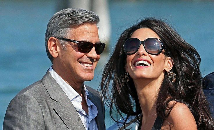 O George Clooney με γυαλιά ηλίου #Persol. Δείτε τη συλλογή μας και επιλέξτε το καλύτερο για εσάς! #OptoFashion #sunglasses http://goo.gl/XK83LD