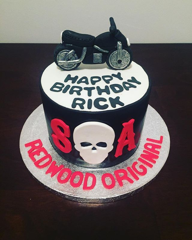Sons of Anarchy fans only 💀🎂 #bakersglo #sonsofanarchy #soa #redwoodoriginal #tvseries #motorcycles #skulls #tv #ediblefigures #sugarart #cakeartist #cakesofinstagram #cakesofnewyork #cakes #specialtycakes #newyork #miami