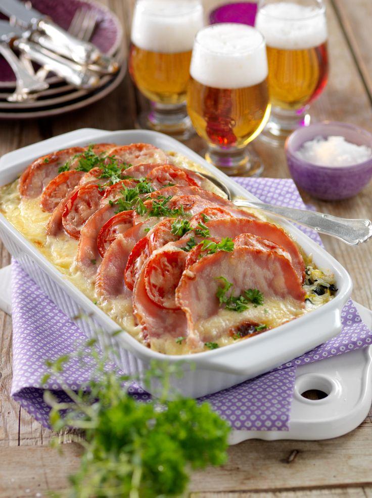 Vad ska vi äta till middag idag? Vi rekommenderar en krämig kasslergratängen med lagrad ost som ger bra smak åt gratängen.
