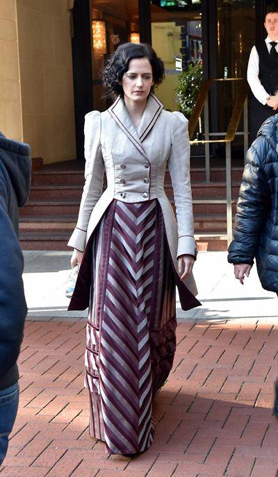 "crushthyflowers: ""ellanista: "" Eva Green in costume shooting Showtime's Penny Dreadful Season 3 in Dublin. "" idovhdosbjdsiobjds """