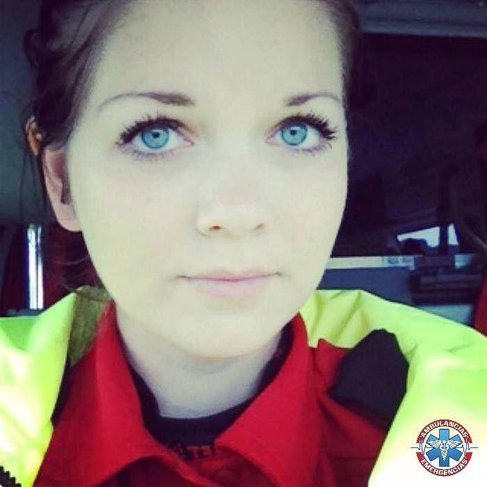 Desde Bergen, en Noruega, este Selfie de la compañera estudiante de paramédico @lynnrenate... http://ambulanciasyemerg.blogspot.com/2014/12/SELFIE_23.html