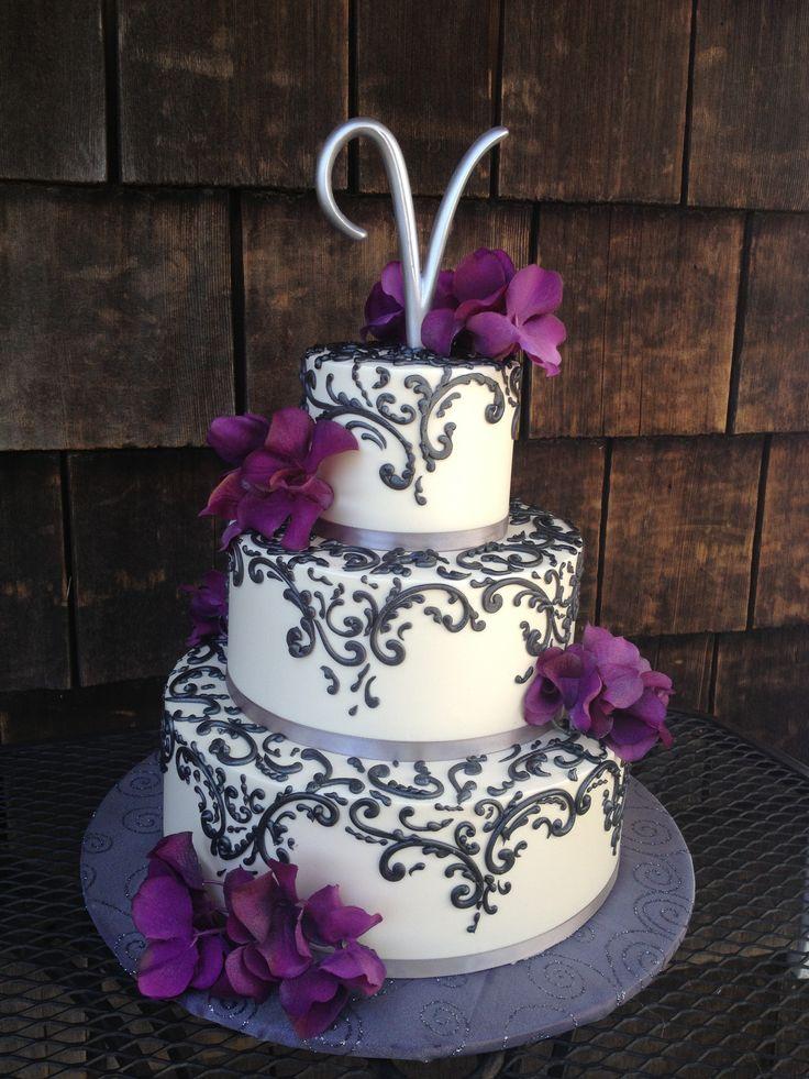 Elegant black and white wedding cake with
