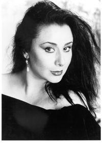 #2oct #1965 (Santiago de Chile) nace Veronica Villarroel, soprano chilena    http://es.wikipedia.org/wiki/Ver%C3%B3nica_Villarroel    http://www.youtube.com/watch?v=EyGe_MM9c5w