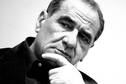Vincenzo Cerami (Roma, 2 novembre 1940) è uno sceneggiatore, scrittore e drammaturgo italiano. È stato candidato all'Oscar nel 1999 per aver sceneggiato La vita è bella con Roberto Benigni. uno degli sceneggiatori piu' felici delle serie di Carosello e' Vincenzo Cerami .