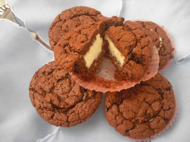 cupcake al cioccolato con ripieno goloso cioccolato bianco e cocco