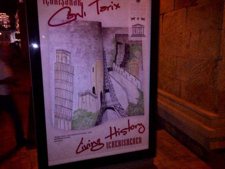 Orgoglio da pisano, in Azerbaigian, per il presidente del Consiglio Enrico Letta. Il premier si imbatte infatti a Baku nel manifesto di un festival locale, che ritrae alcuni celebri monumenti, tra cui la torre Eiffel, ma anche la 'sua' torre di Pisa. Letta fotografa il poster e poi, di ritorno in It