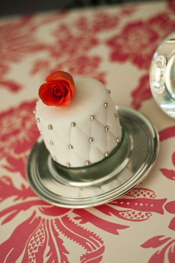 Red Rose & Silver Balls Mini Cake