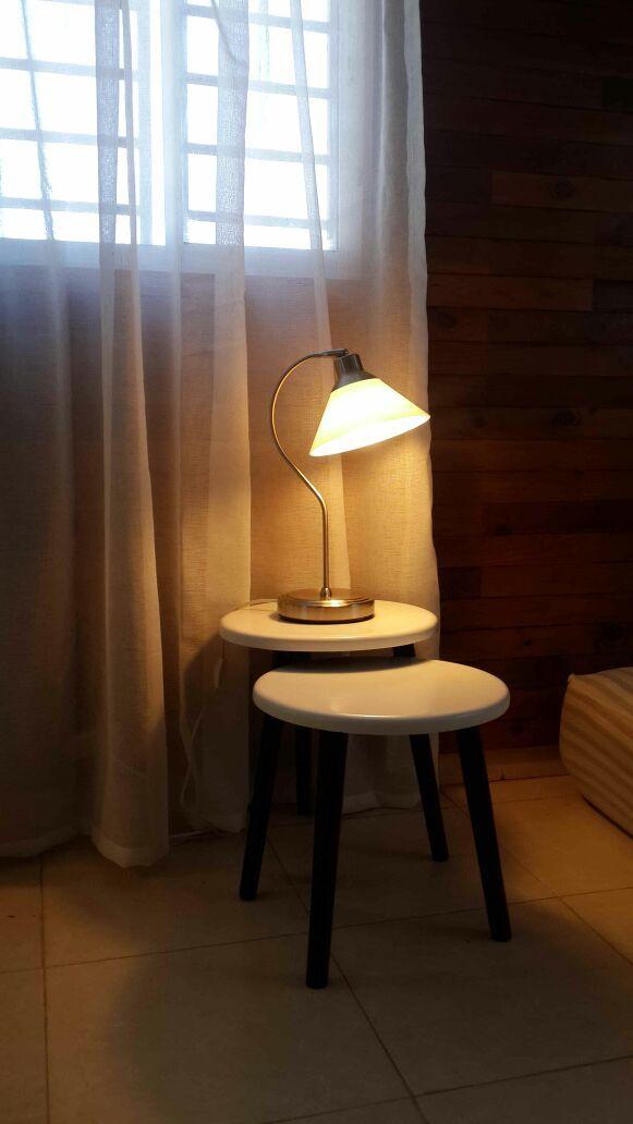 Nuevas Terrazas. Apartamento JH. Detalle lampara de noche habitacion principal.