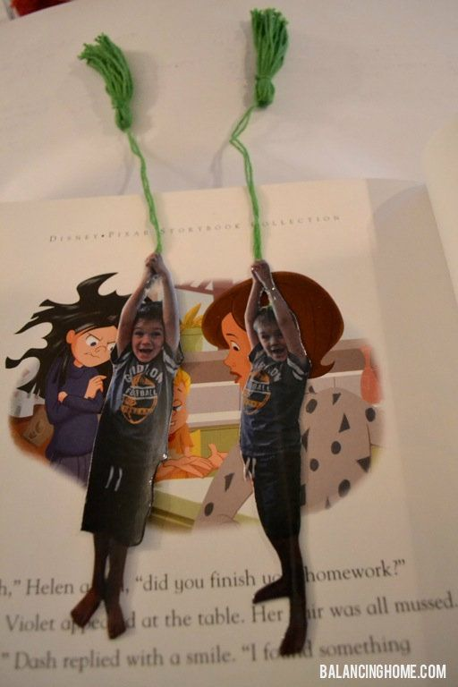 Fun Kid Bookmark (hanging from rope) from Balancing HomeKids Bookmarks, Bookmarks Hanging, Bookmarks Diy, Hanging Pictures, Grandparents Gift, Fun Kids, Children Libraries, Fathers Day, Teachers Diy Crafts