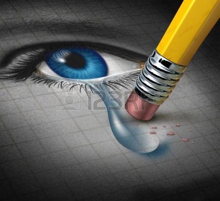 Depresión y Socorro de adversidad mental conquistar con una goma de borrar eliminar una lágrima de un primer plano de un rostro humano y el ojo como concepto de apoyo emocional y terapia. Foto de archivo - 17811635