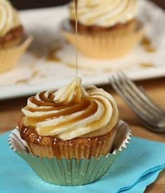 Jack Daniels Honey Whiskey Cupcakes with a Bourbon Drizzle