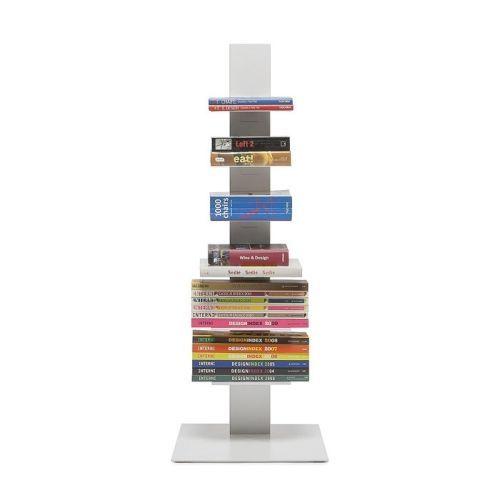Strak, mooi en minimalistisch. Deze echte design boekenkast heeft stalen…