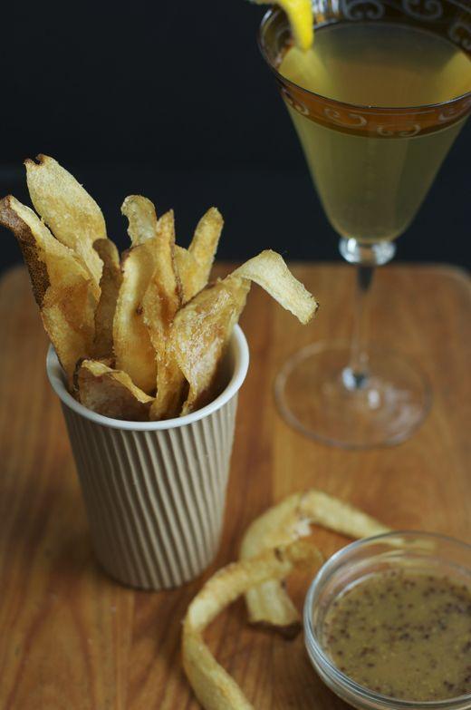 Crispy Potato Skins + A Tasty New Year's Eve Cocktail Recipe