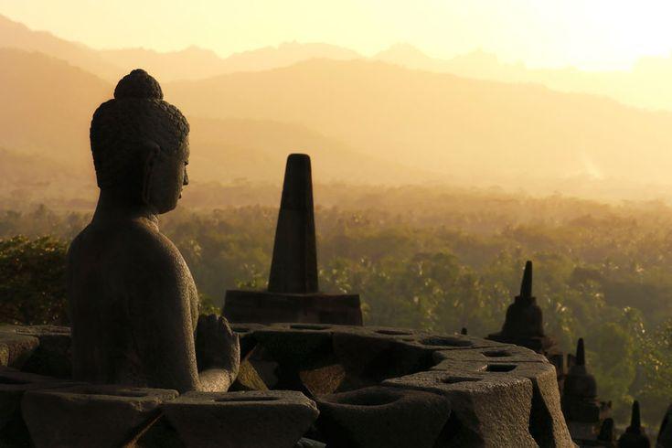 インドネシア・ジャワ島で1000年眠っていた「ボロブドゥール寺院遺跡群」の絶景と歴史まとめ