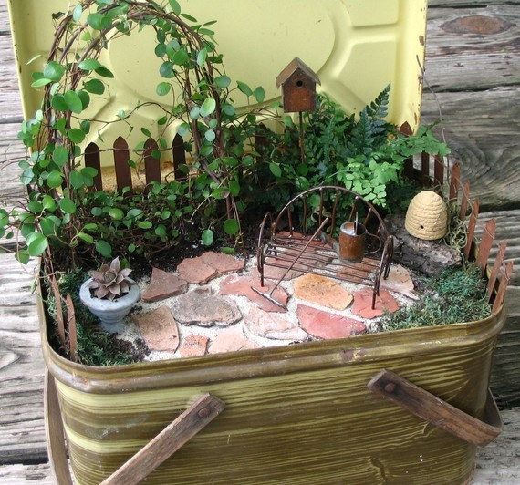 Miniature  Fairy garden.: Idea, Miniature Gardens, Minis Gardens, Fairies Houses, Miniatures Fairies Gardens, Picnics Baskets, Miniatures Gardens, Miniature Fairy Gardens, Picnic Baskets