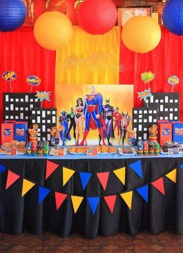 centros de mesa de superman para fiesta