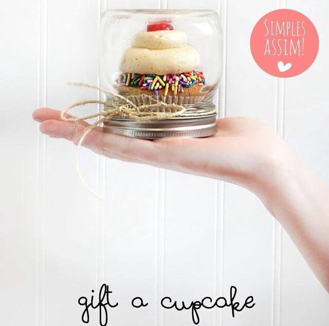 Ótima ideia para embalagem de CUPCAKE para lembrancinha!#simplesassim Great idea for cupcake packaging as a party favor! #simplethings Foto: @nilliebellie