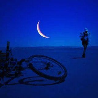 Karanlığın içindeki aydınlığa sesleniş #bisiklet #bisikletsevenler #bisikletözgürlüktür #bisikletturu #bisikletliulasim #bike #bicycle #cycling #gece #manzara #ay #karanlık #geceyarisi #iyigeceler #zifiri