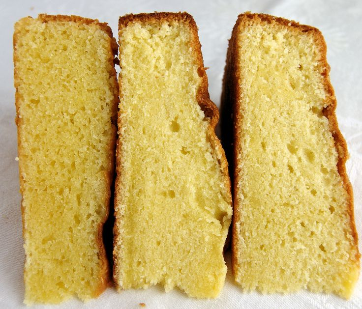 The cake on the left is cake 1, middle is cake 3 and right is cake 2- all versions of vanilla butter cake.