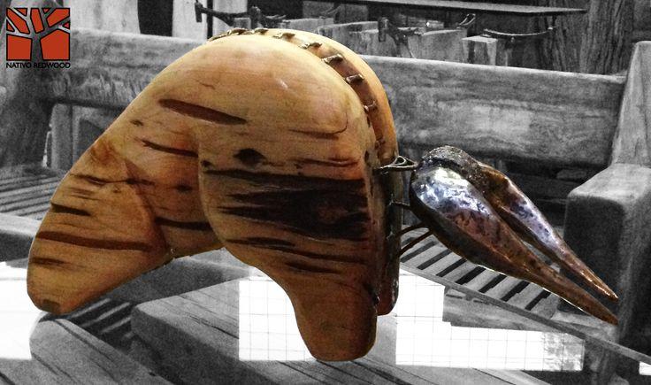 Nativo Redwood. Escultura de toro de madera nativa de roble rústico de una pieza con columna y cachos de fierro forjado reciclado. Diseño de JPBisbal  Disponible en nuestra sucursal de Barrio Italia, en Av. Italia 1334, local 2, Galeria Casa Mestiza, Providencia. www.facebook.com/nativoredwoodsa
