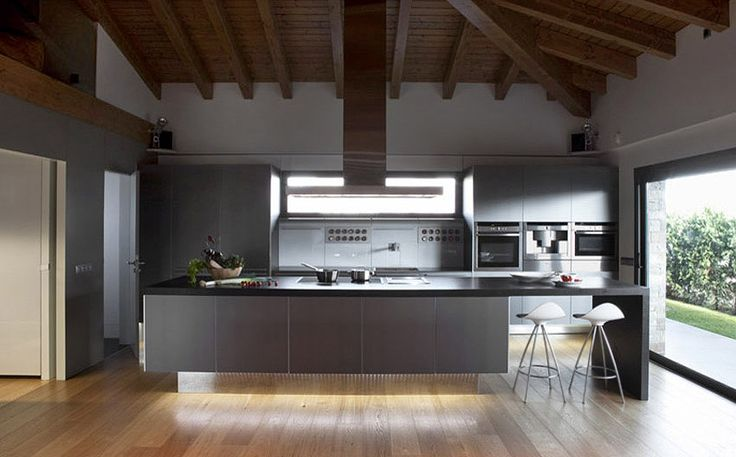 A dream kitchen come true, a Greek Barcelona project in Puigcerdà, with STUA Onda stools. ONDA: www.stua.com/eng/coleccion/onda.html