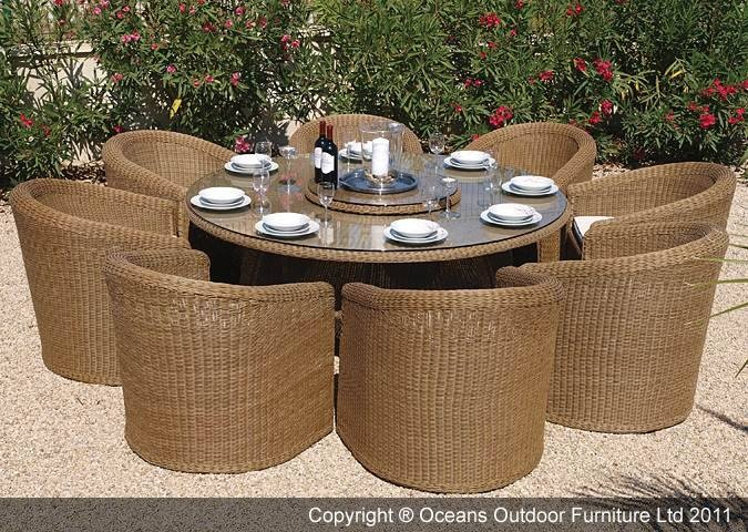 The stylish and elegant Kingston garden furniture dining set is suitable for both contemporary and traditional homes and will compliment your garden and outdoor living area perfectly. This stunning piece of PE rattan garden furniture comes complete with an eight seat dining table with an 8mm tempered clear glass table top, eight tub style dining chairs with seat cushions, Lazy Susan and a durable weather cover.