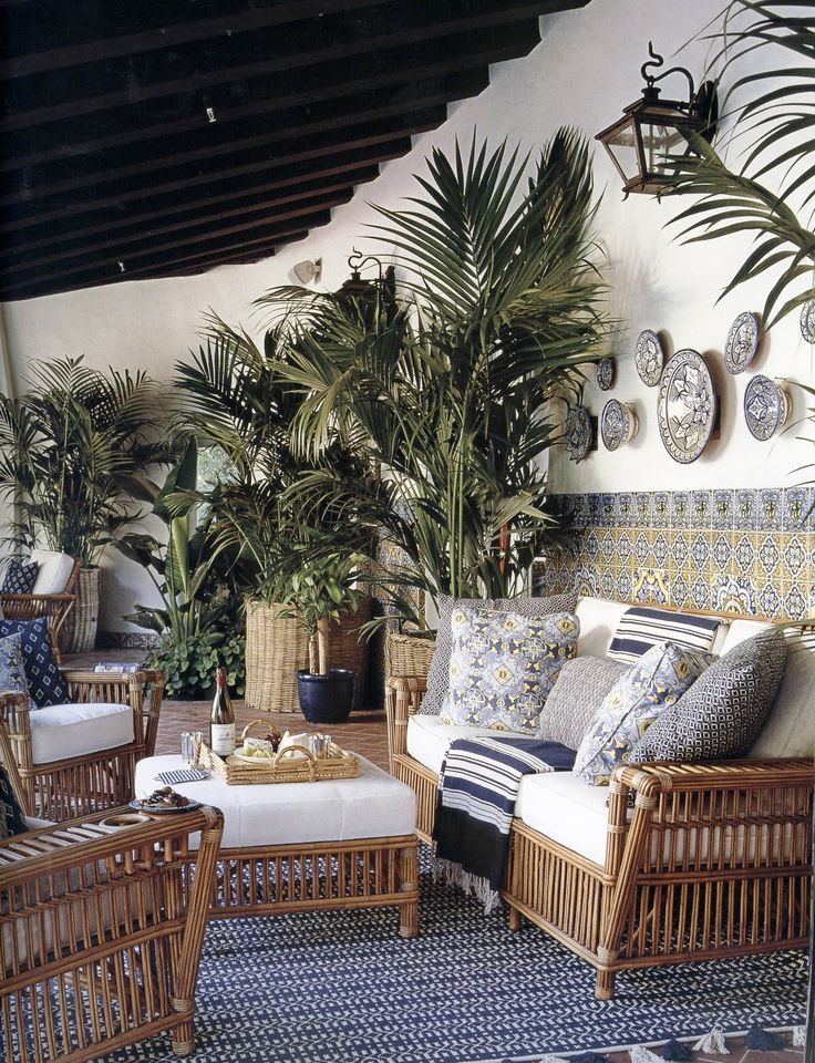 Mary Macdonald uses wicker to create an elegant and yet relaxed seating area with a tropical feel.