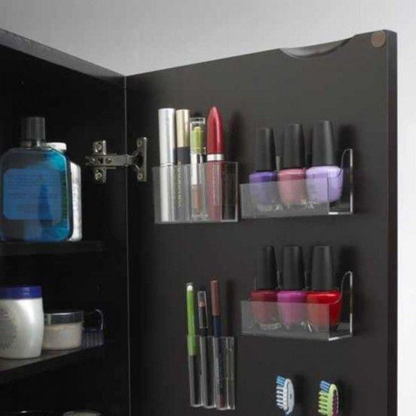 Utilisez tout l'espace disponible dans un placard pour le rangement du maquillage