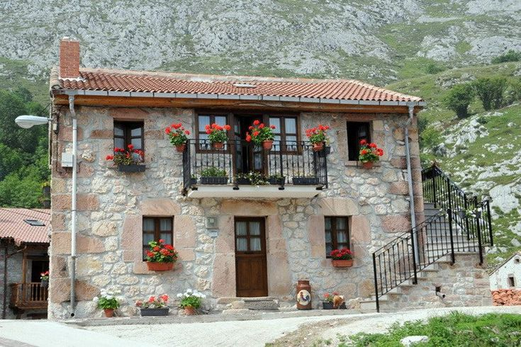 Apartamentos rurales El Tío Pablo Se encuentran en Tresviso,Cantabria. Apartamentos Rurales Tío Pabloestán constituidos portres apartamentosinde